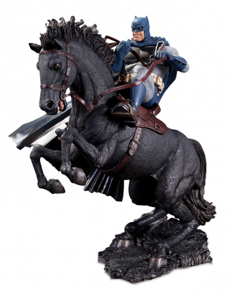 The Dark Knight Returns - Mini Battle Statue / A Call To Arms: DC Collectibles