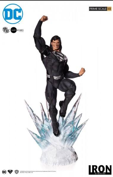 DC Comics - Superman Statue / Black Suit: Iron Studios